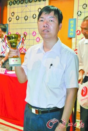 黎德志最新的奖项是上周夺得的文园杯象棋个人赛第3名。广州日报记者 施绍宗 摄
